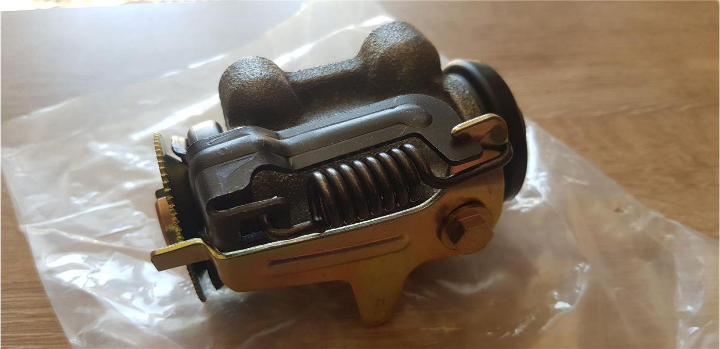 Цилиндр тормозной заднего колеса передний правый Isuzu NMR85