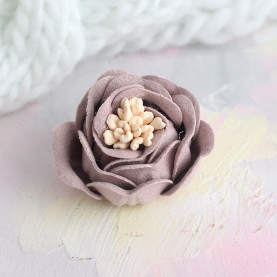 Цветок 3 см. плотный тканевый, пудровый