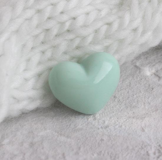 Кукольный аксессуар - Пуговица сердце мятное 2,5*2 см.