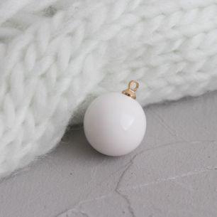 Кукольный аксессуар - Бусина-подвеска белая