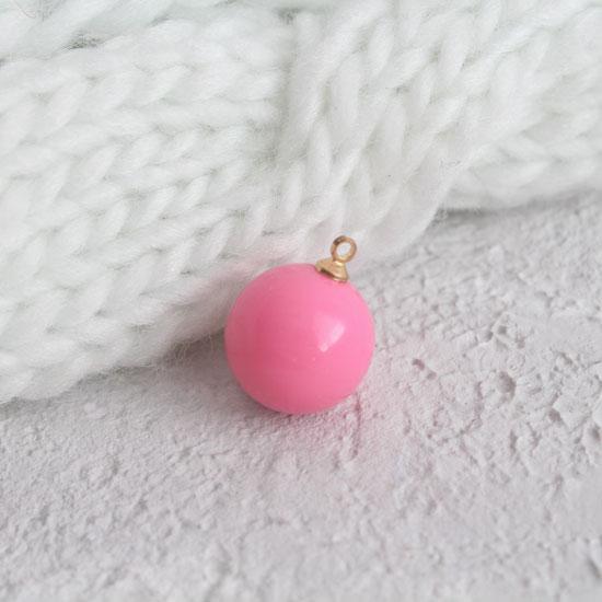 Кукольный аксессуар - Бусина-подвеска ярко-розовая