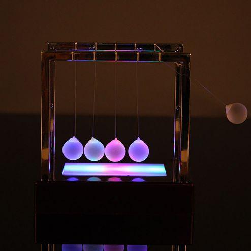 Шары Ньютона с подсветкой