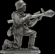 Немецкий пехотинец с Фауст-патроном, 1944-45 гг.