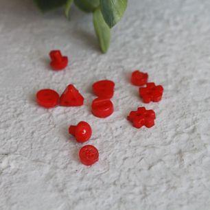Набор мини пуговиц для творчества - микс форм - красные, 10 шт., 5 мм.