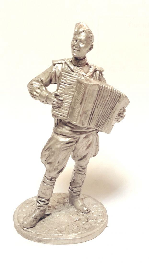 Фигурка Лейтенант Красной Армии с аккордеоном. олово