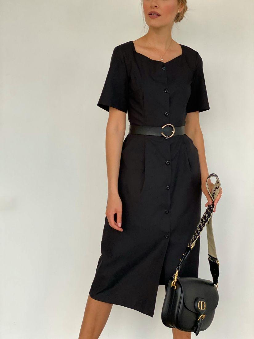 3675 Платье с фигурной горловиной на пуговичках чёрное