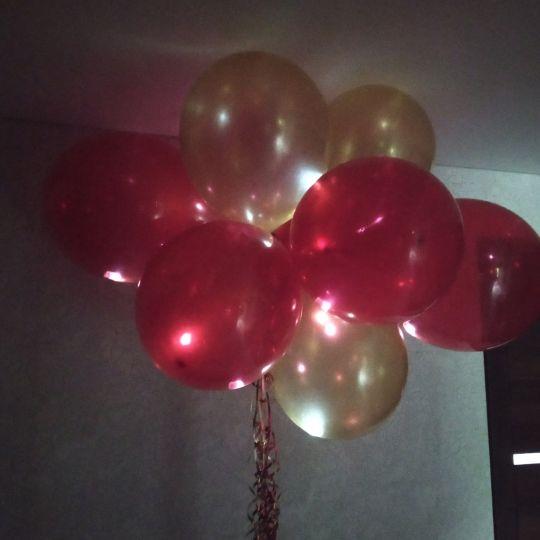 Люстра (из светящихся шаров с гелием) под потолок