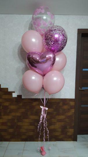 Розовый фонтан с конфетти