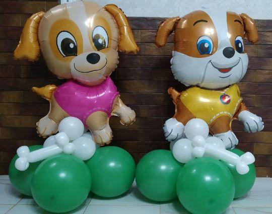 Две собачки на подставках из шаров