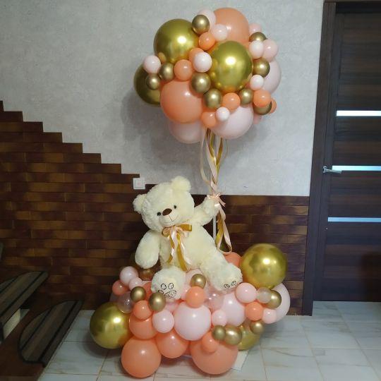 Мишка с шаром из маленьких шариков и на разнокалиберном облачке