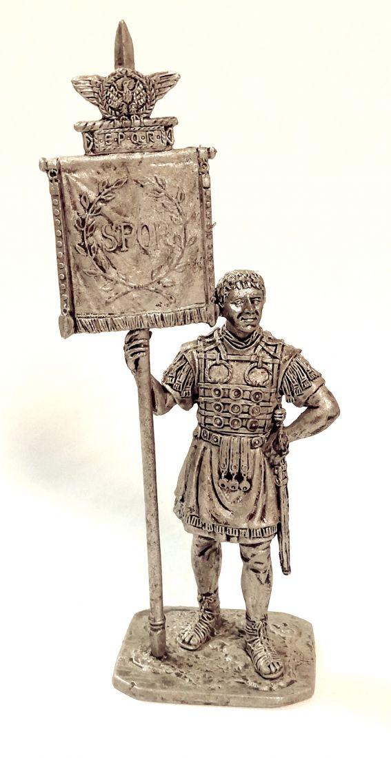 Фигурка  Римский знаменосец 1-2 в. н.э. олово