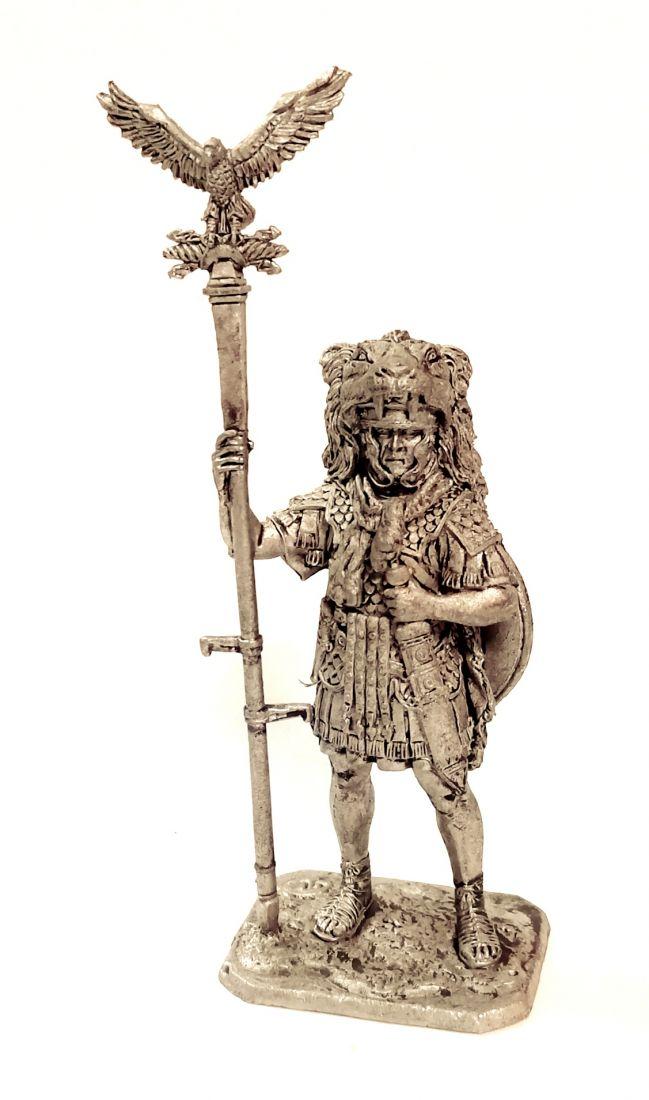 Фигурка  Аквилифер римского легиона 1-2 в. н.э. олово