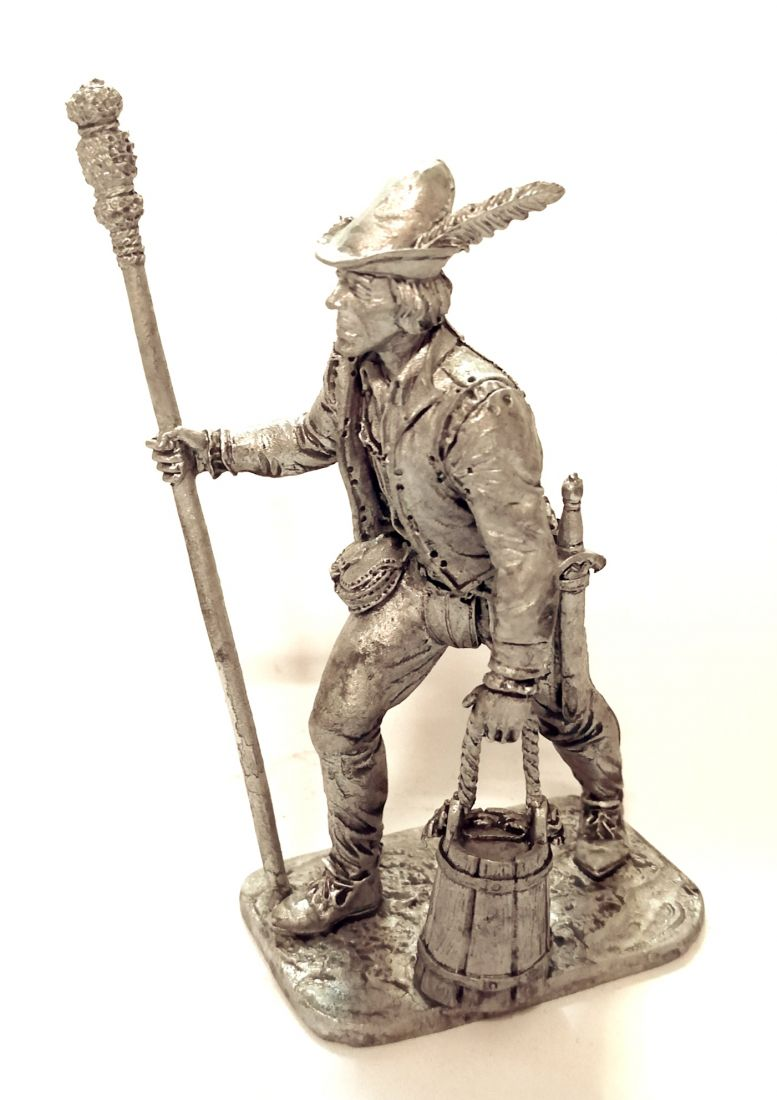 Фигурка Артиллерист с банником и ведром. Зап. Европа, 15 век олово