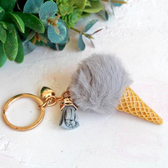 Кукольный аксессуар Мороженое серое (мех), 7,5 см.