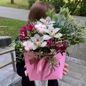 Композиция «Girls love flowers»