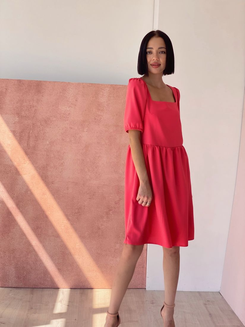 4366 Платье с квадратным декольте в ягодном цвете