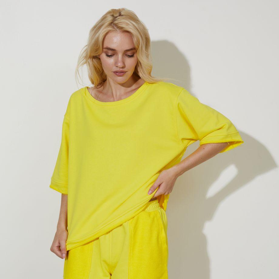 Трикотажный свитшот  в желтом цвете