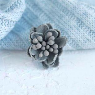 Лотос плотный тканевый, серый, 2 см.