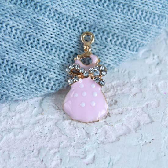 Кукольный аксессуар - Подвеска Розовое платье, 2 см.