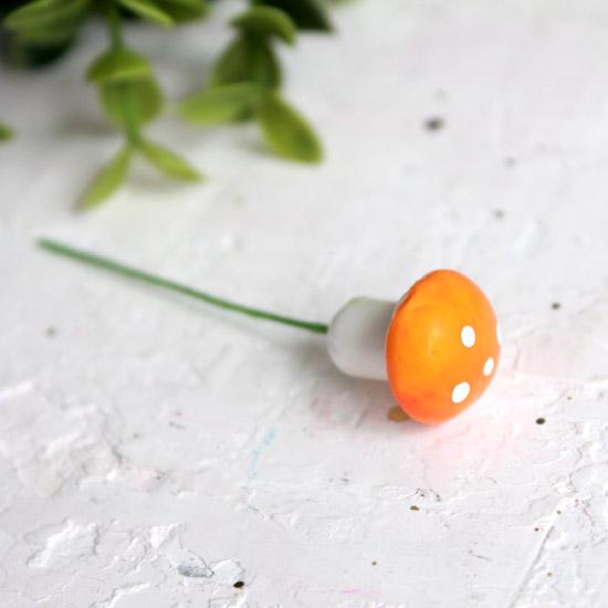 Аксессуар для кукол - Оранжевый гриб мухоморчик, 1,6 см.