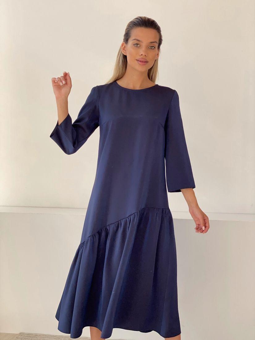 3236 Асимметричное платье в мерцающем синем цвете