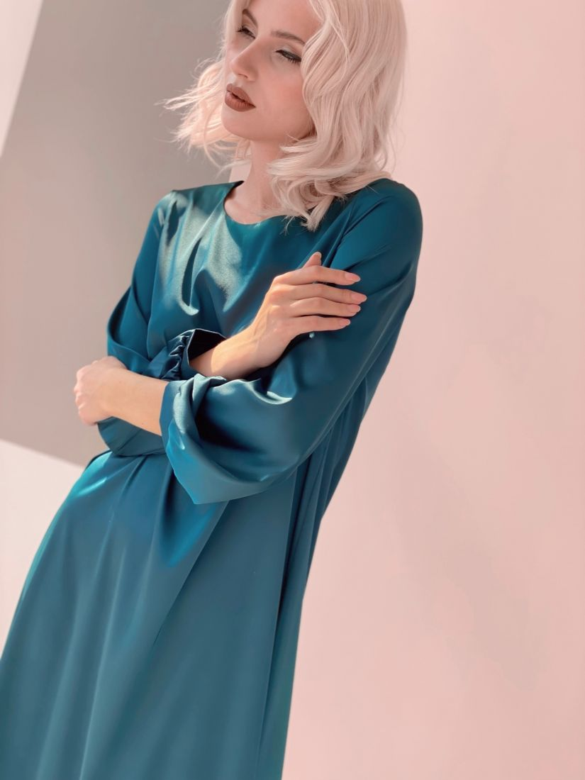 3275 Платье-трапеция с объёмными рукавами в цвете emerald