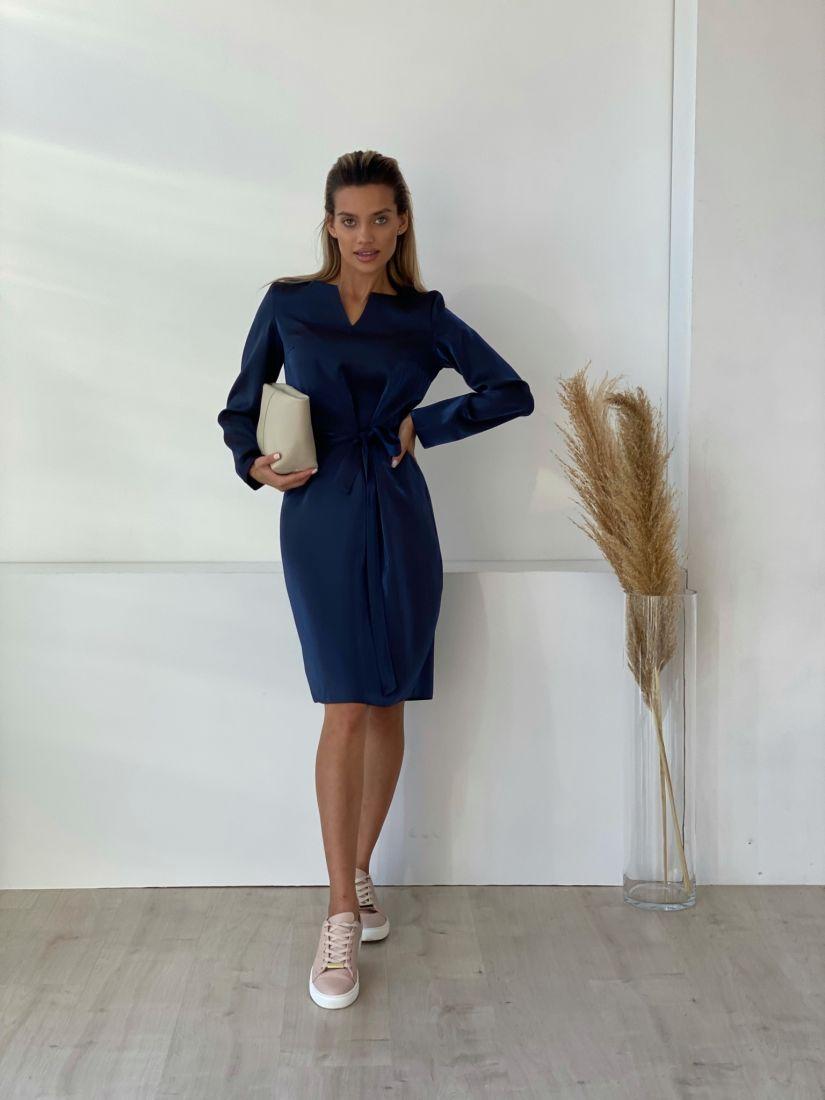 3247 Платье с фигурной горловиной в сверкающем синем