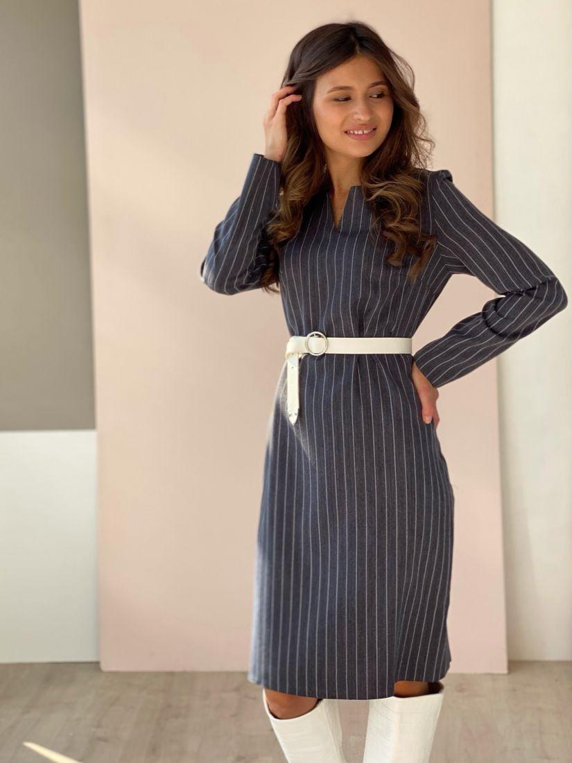3032 Платье с фигурным вырезом в полоску серое