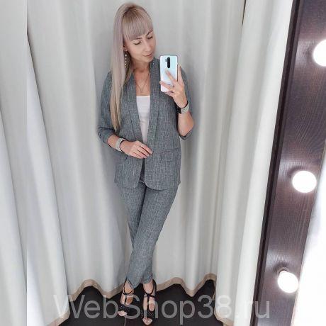 Серый костюм: брюки и пиджак