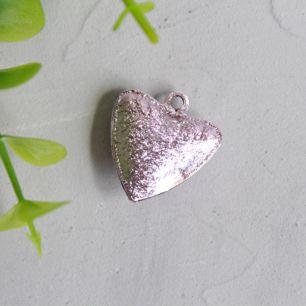 Бубенчик-сердце 2 см. матовое розовое