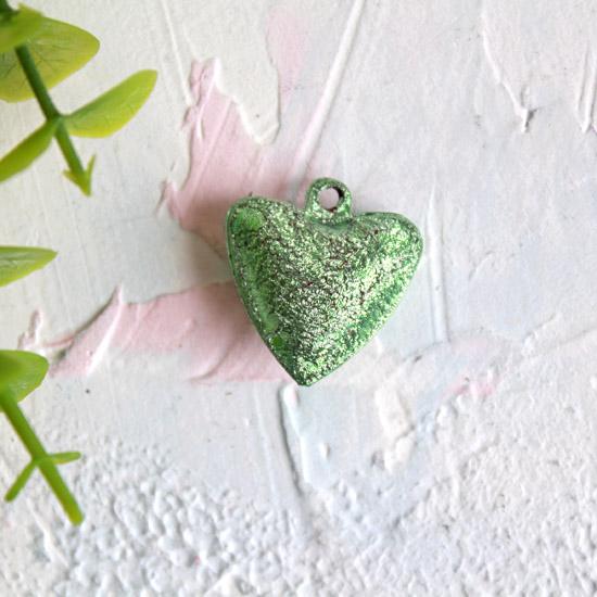 Бубенчик-сердце 2 см. матовое зеленое