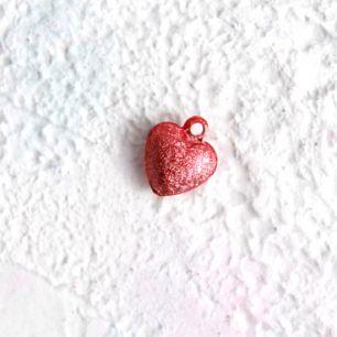 Бубенчик-сердце 1 см. матовое красное