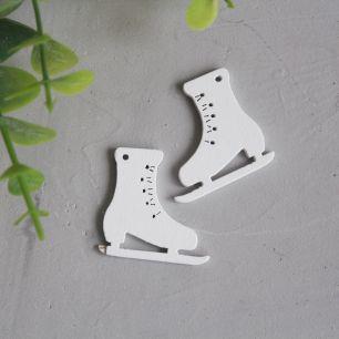 Деревянное украшение - Коньки белые 2,2*2,8 см.