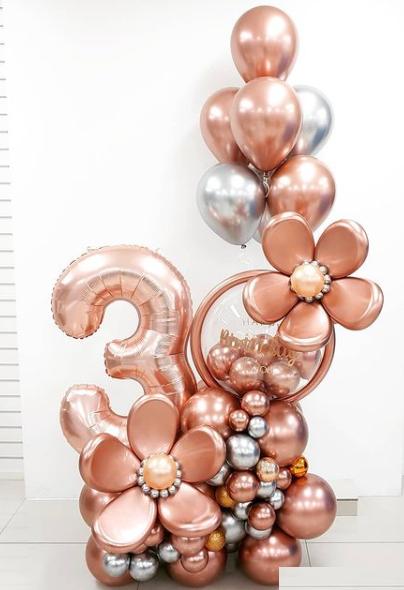 Композиция из шаров розовое золото с цифрой