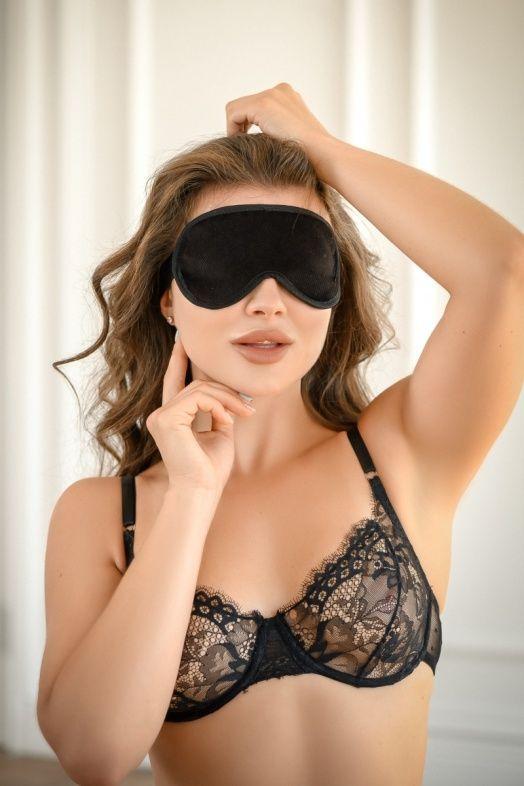 Черная сплошная маска на резиночке