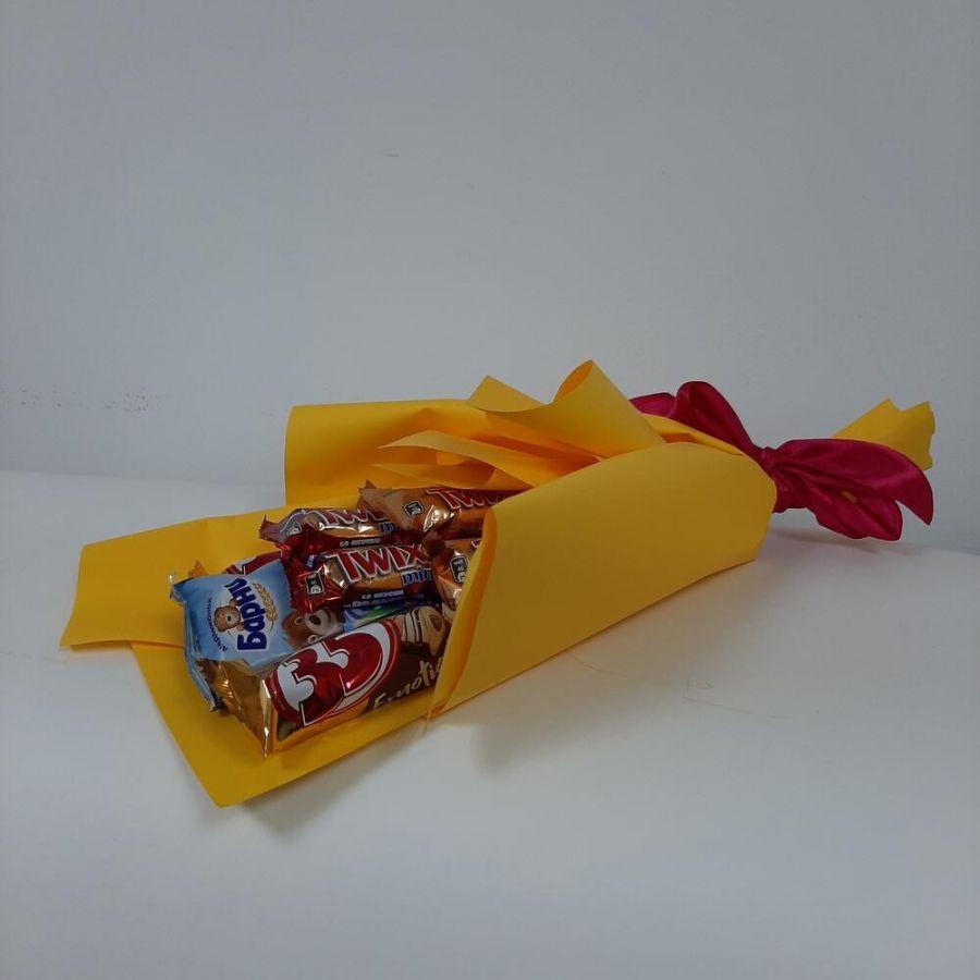 Сладкий букет в жёлтой упаковке