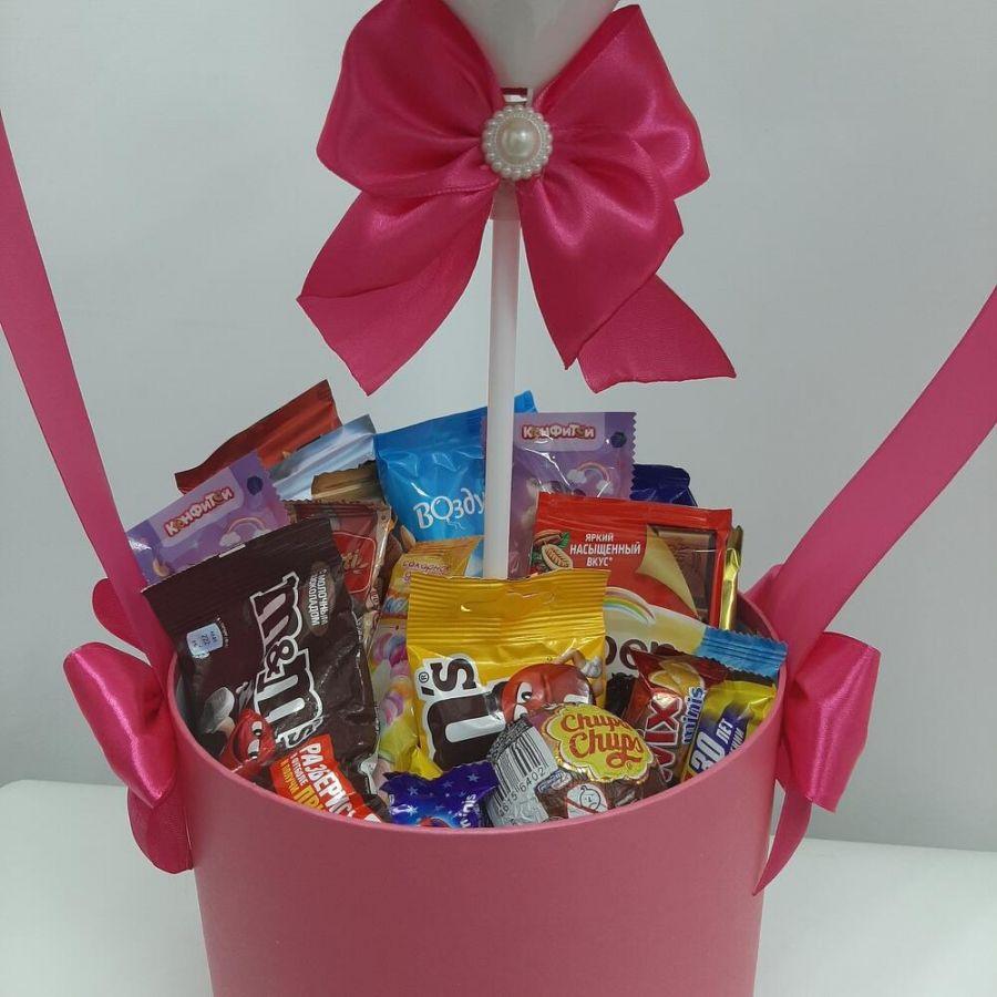 Большая коробка со сладостями и шаром