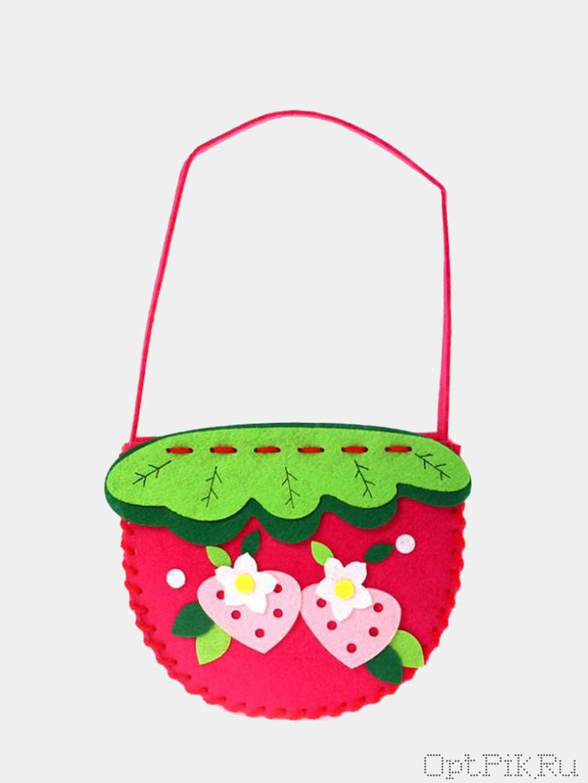 """Набор из фетра для создания сумочки """"Ягодная полянка"""""""