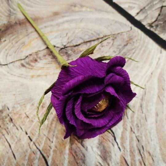 Роза с конфетой (пышный букет)