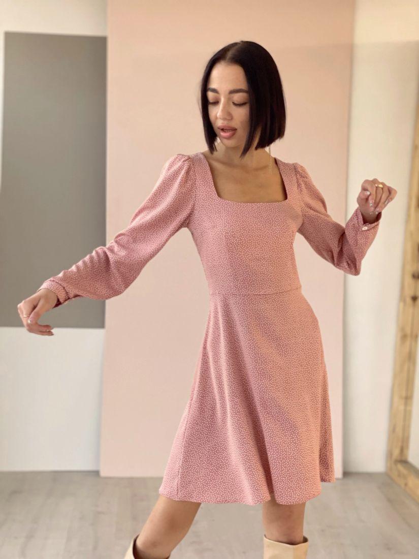 4532 Платье с вырезом каре пудровое в горошек