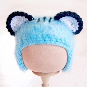 Вязаная шапочка Тигренок голубой пушистый