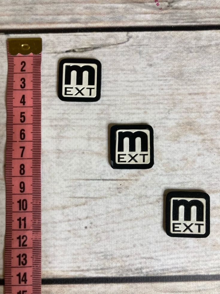 нашивка M EXT резиновая