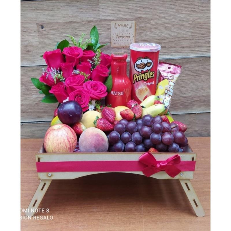 Сюрприз с фруктами и цветами