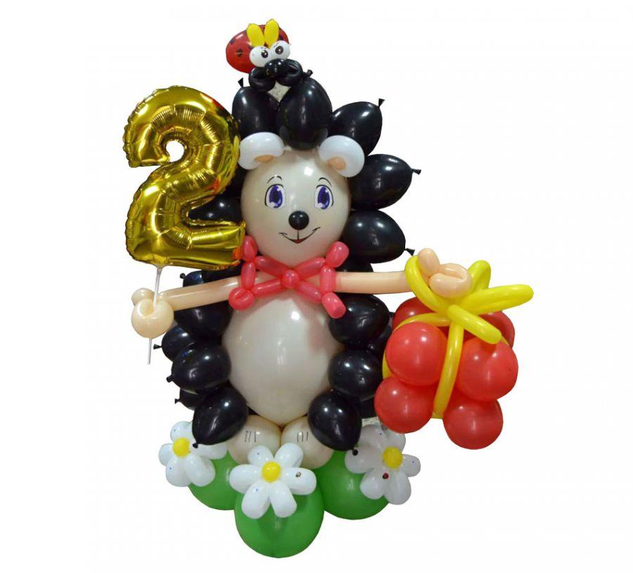 Фигура из шаров Ёжик с подарком и цифрой