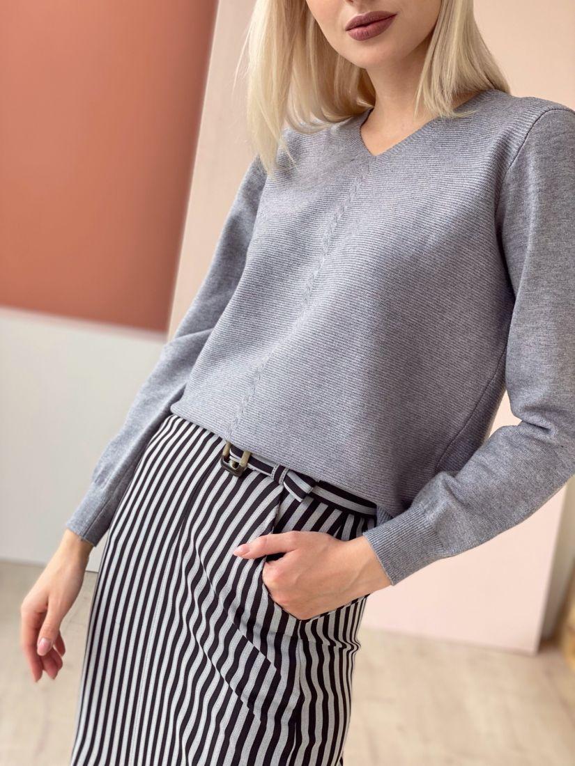 4619 Пуловер с вертикальной косичкой серый