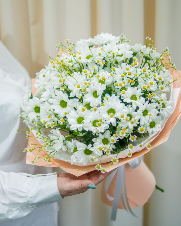 Букет из хризантем и танацетума