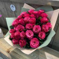 Букет из ярко-розовых кенийских роз