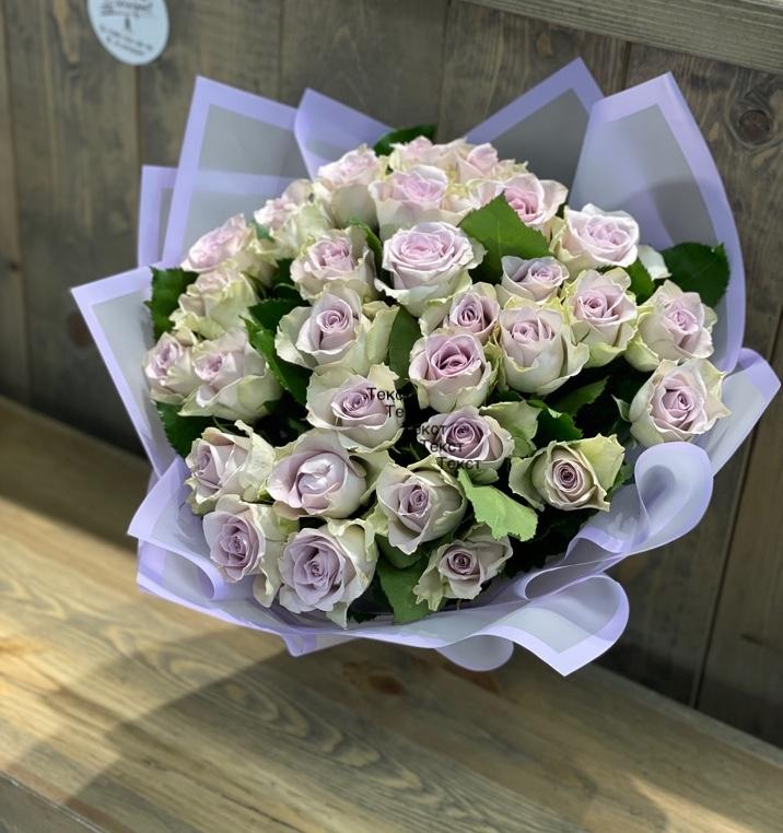 Букет из нежных лиловых кенийских роз
