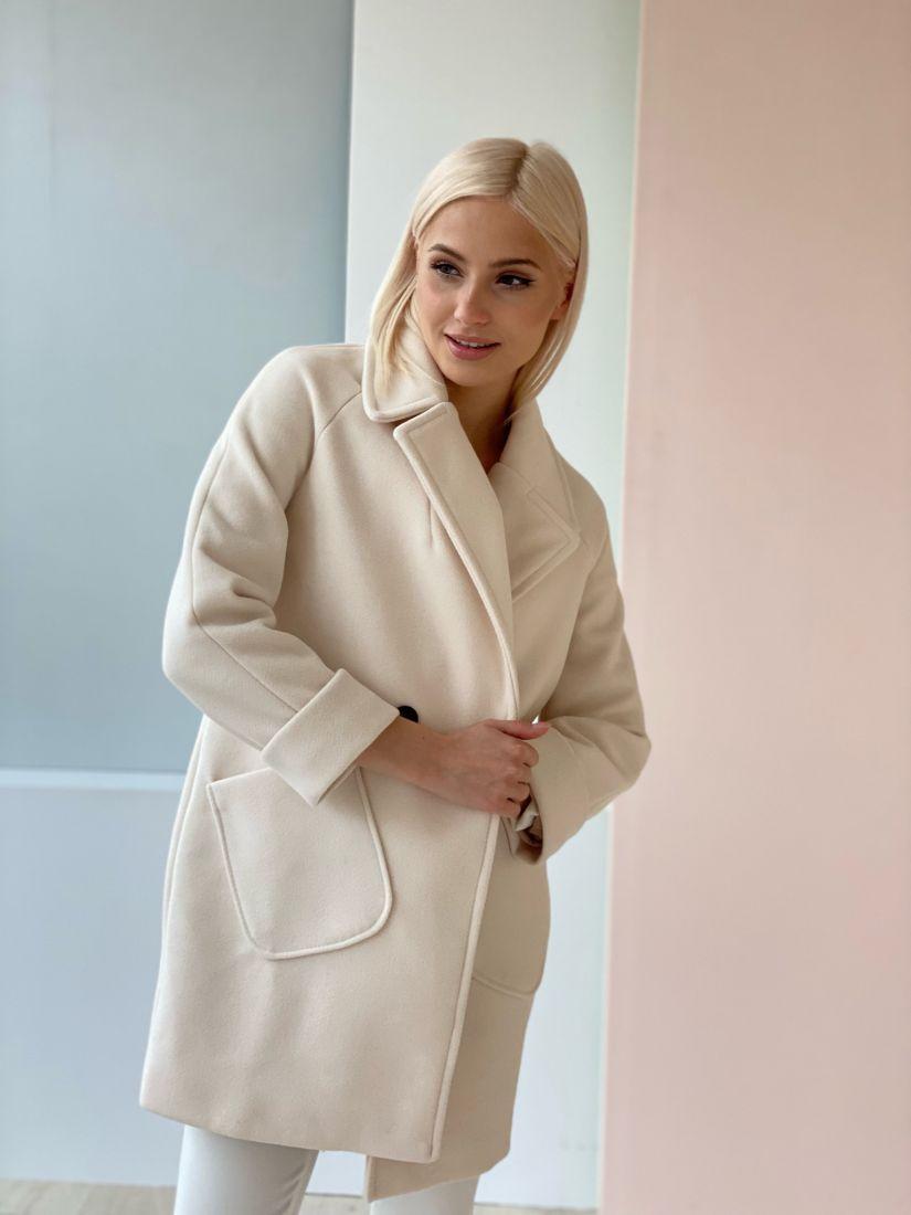 4679 Короткое двубортное пальто белое