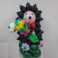 Очаровательный Ёжик с букетом цветов